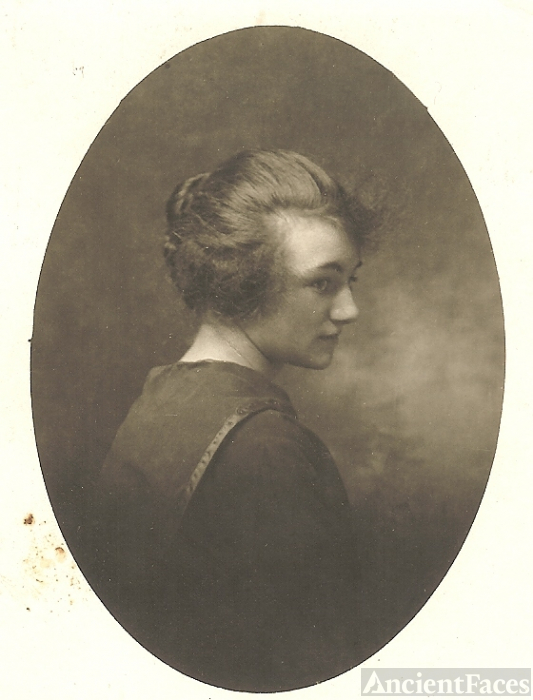Doris Damon Brown, 1917