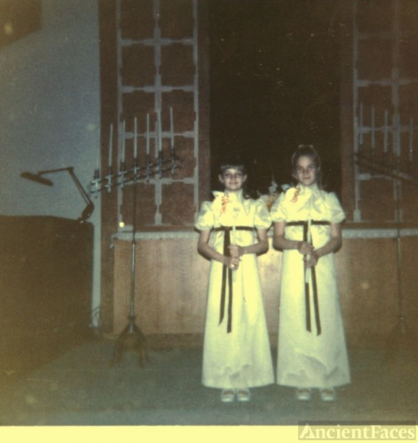 darlene and doris doremus were the candle lighters at my wedding at