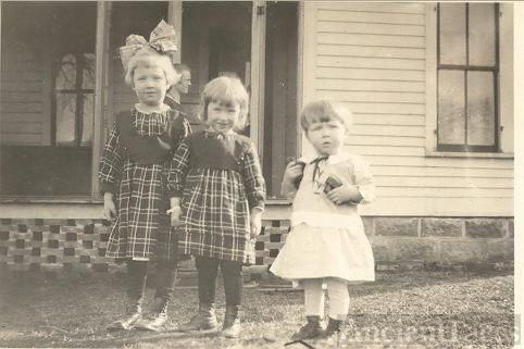 Siblings Madelyn, Rachel, and Donald Kerr ca 1918