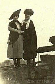 Sarah and Mabel Schaffer, 1914