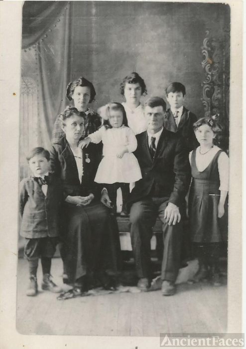 Hoyt Family, 1915 Nebraska