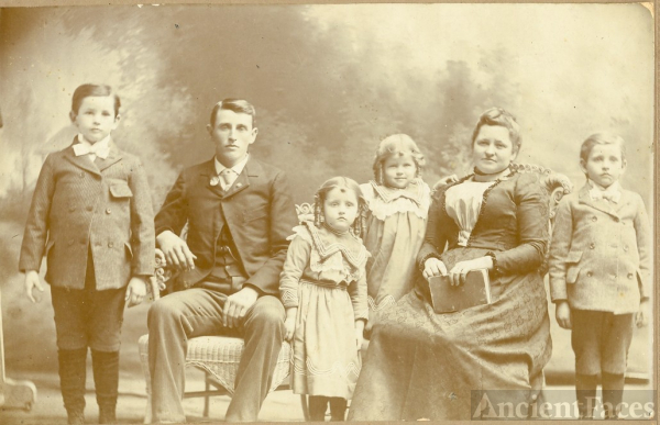 Isaac James Wolfcale family 1901