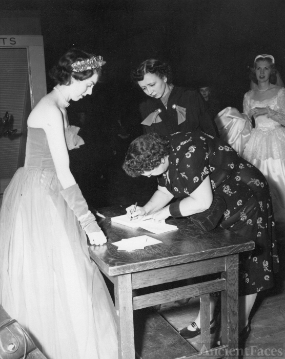 Betty Lou Beran Miller Wedding, 1952 NE