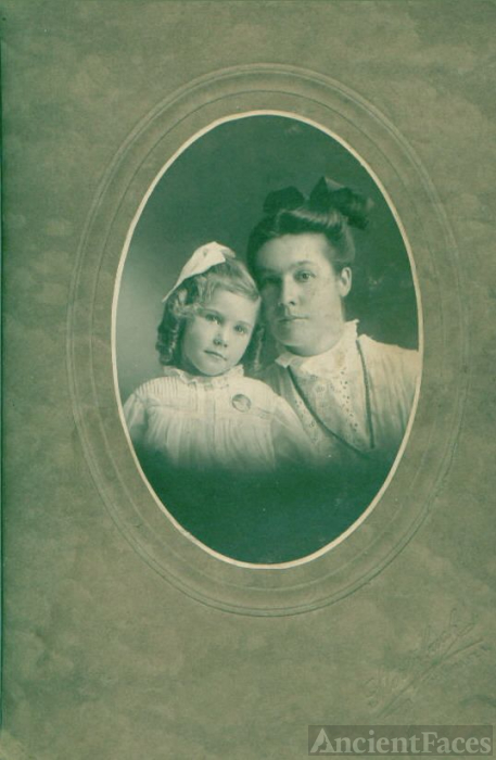 Martha Emma Bishop and her mother Ola Agnes Weber