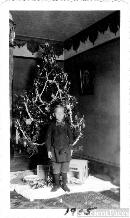 Severin 'Socky' Wesdtlund at Christmas, 1915