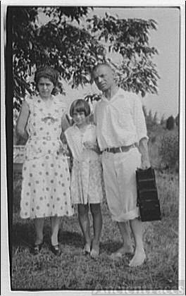 Visit to Ontario. Theodor, Fritzie and Norma Horydczak