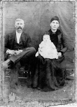 George Mack Roberts and his wife Ida Bell Benton Roberts with their oldest son Roy Roberts