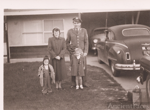 T/Sgt Cecil D Statzer Family at the John Hunt California residence 1953