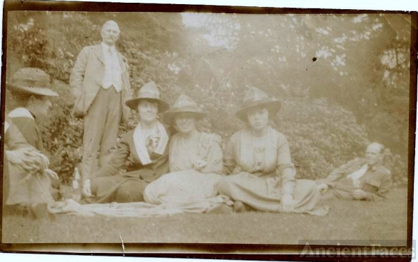 Norah (unknown) and Family