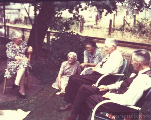 Reunion of Martha Barker Lewis family