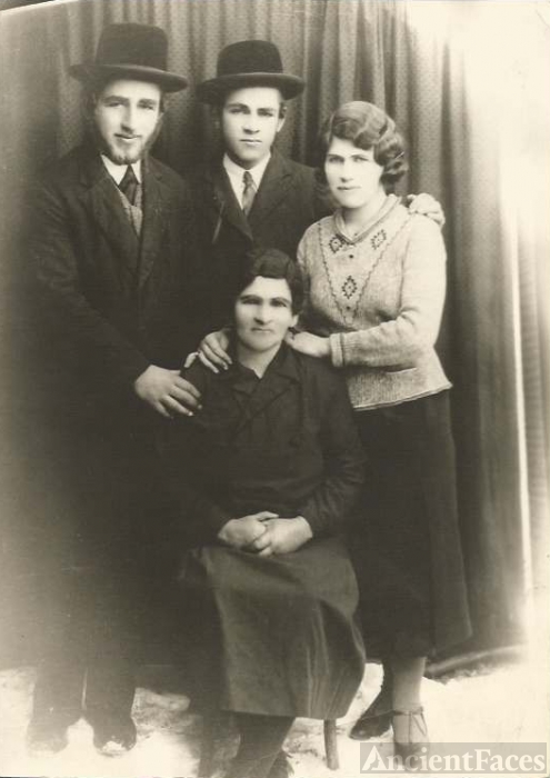 Edith Binah Franzblau Family, Poland