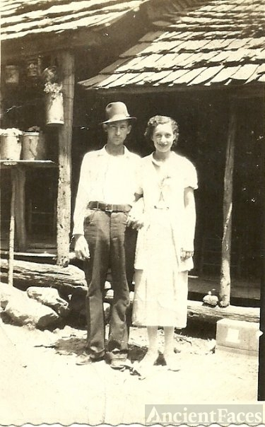 Raymond & Lovie Lee (Moore) Murr, Kentucky 1940