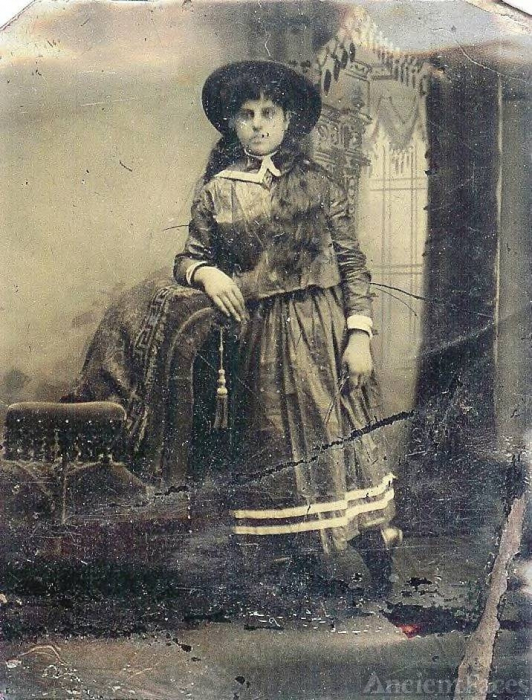 unknown Stout, Hyer, or Muenschenberg Woman