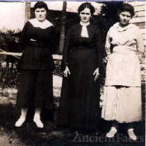 Edna Robertson Watson and daughters