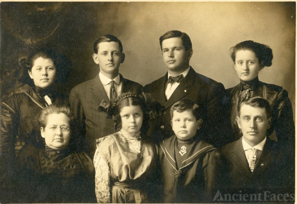 Isaac James Wolfcale family 1911