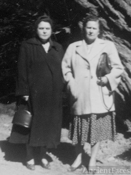 Bertha Lee Smith and her sister Elma S Smith