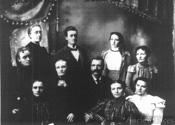 Charles Forrest family of IA