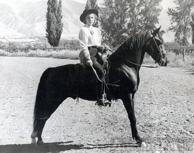 Bar Dee Tripp Peart Hess on her horse Raven
