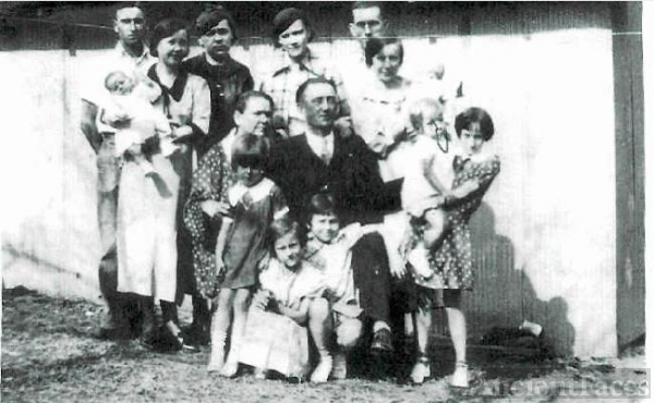 JAMES BLAINE AND LYDIA PEARL BLOSS FAMILY.