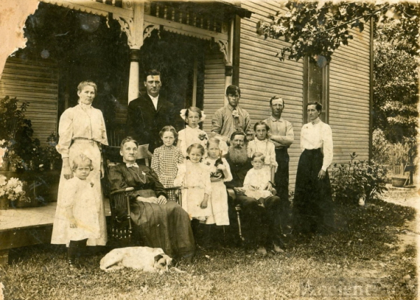 Tharp & Poorman family group 1909