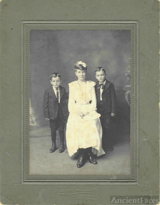 Mary I. (Smith)-Chilcutt with Loren and Charles