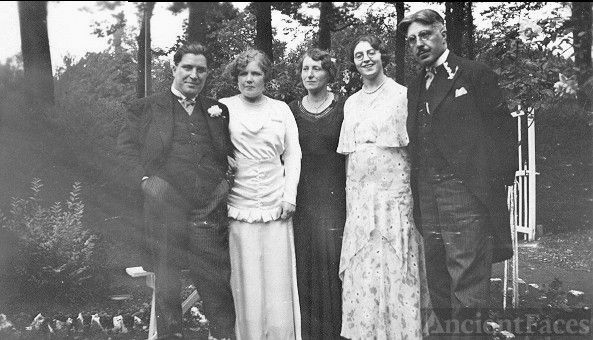 Mariage photo Paul Duym-Bertha Dockx with family