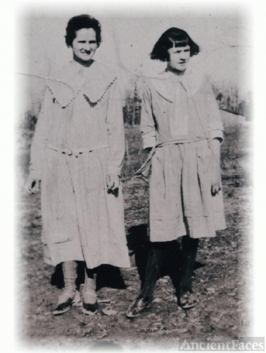 Molly Howard Adkins and Beadie Howard Fowler