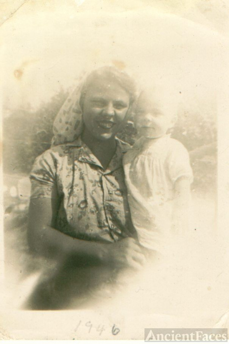 Juanita Roberts Holder and daughter