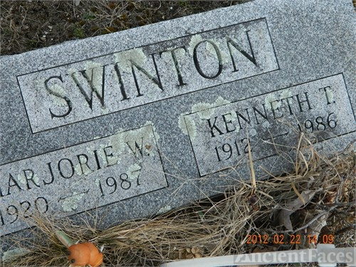 Kenneth & Marjorie (Woodard) Swinton gravesite