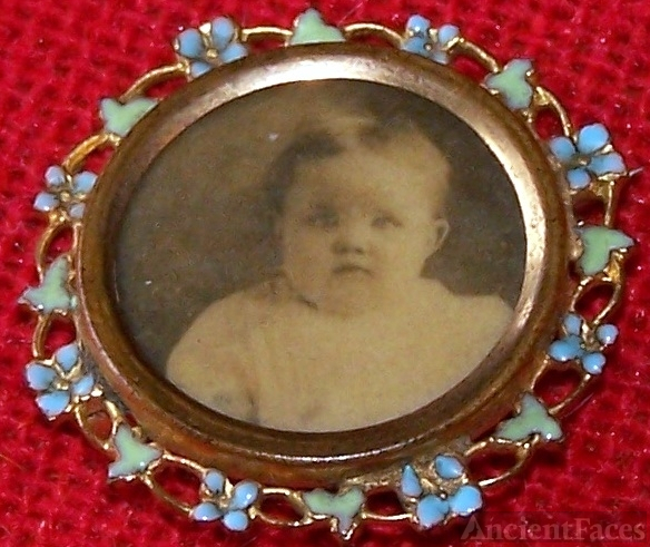 Mourning pin with unknown baby, Wisconsin
