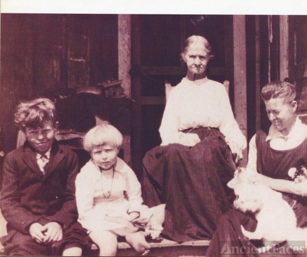 Bettie Bornard Rodgers Family, TX 1920