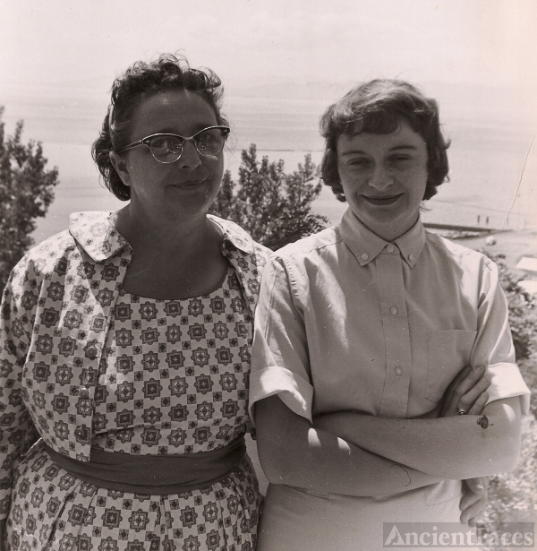 Alice (Brechin) O'Hearn & mother, Vermont