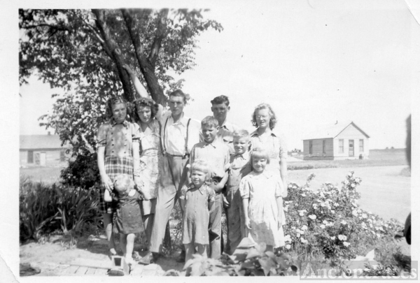 Paul Lincoln Phillips family, 1941