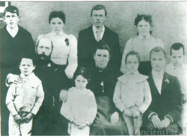Daniel and Maria Henry (nee Hardy) with 9 of their children