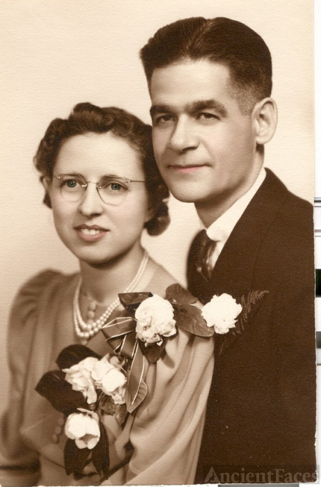 Mary Lovicy Sparks & Merrill Paul Barry wedding 1940