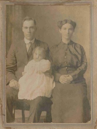 John James Pruitt & Elsie Graves Emerson w/ Flossie 1916