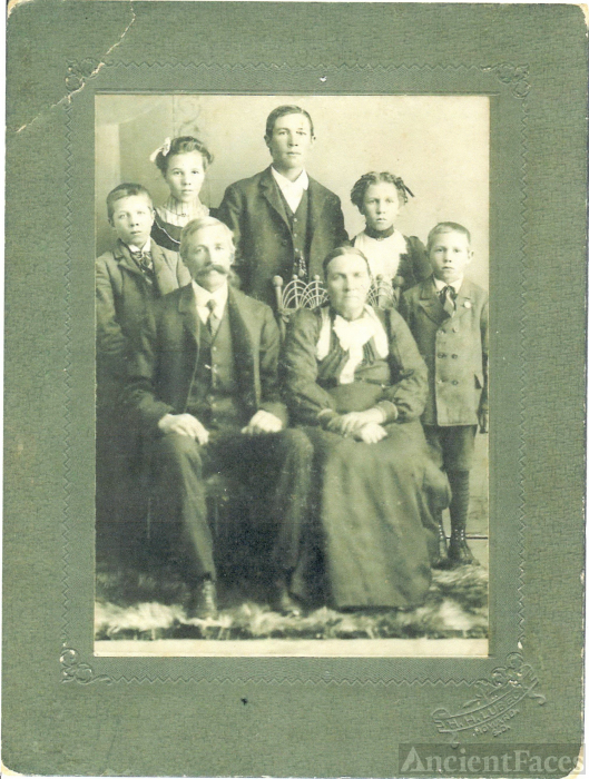 Anderson Family Picture, 1910