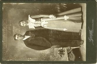 Oliver and Luella Clayton, 1900