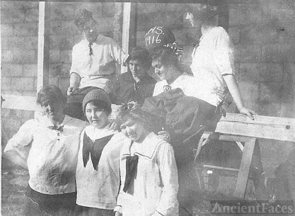 7 Girls Basketball Team 1916
