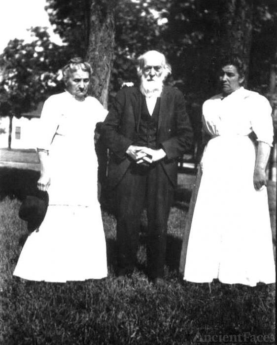 Caorline, Henry and Malinda Hershey