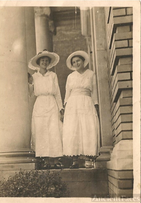 Mary Jane Moore & Sallie Spruiell, Alabama