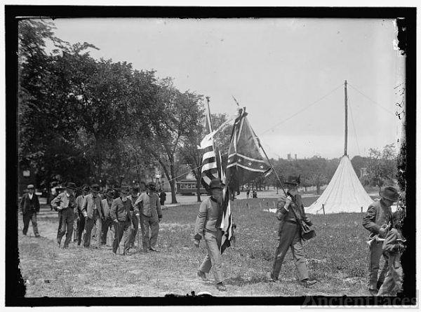 CONFEDERATE REUNION. NORTH CAROLINA VETERANS WITH FLAG
