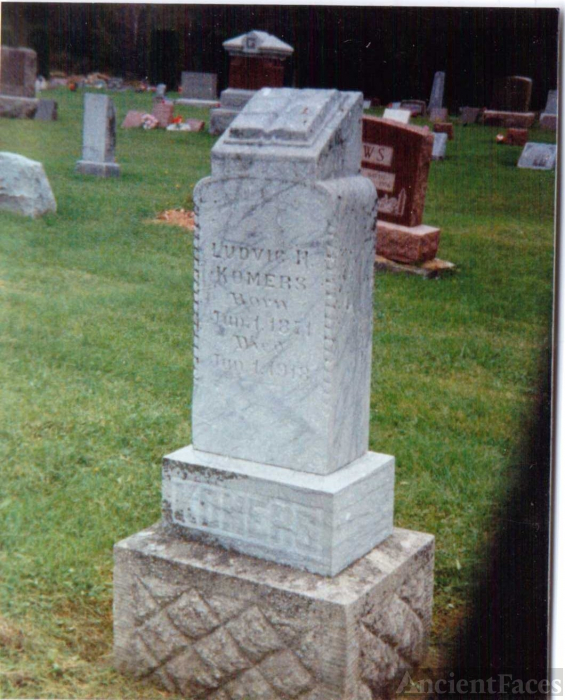 "Ludvic ""Lud"" Henry Komers Grave, WI"