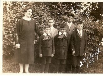 Theriault Family, 1927