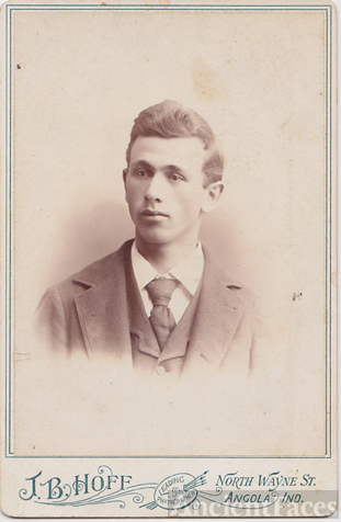 Young Gent, Hoff photo