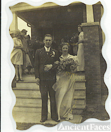HELEN PEARSON & GORDON DICKEY'S WEDDING PICTURE