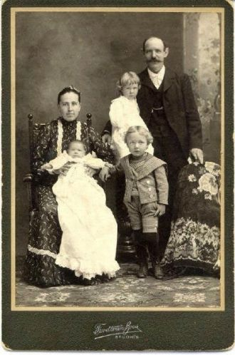 Robert Reinhold Klawitter family, Illinois c1898