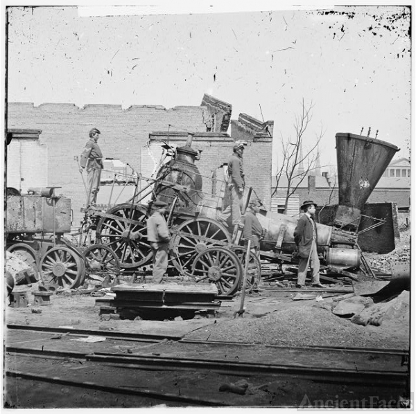[Richmond, Va. Crippled locomotive, Richmond & Petersburg...