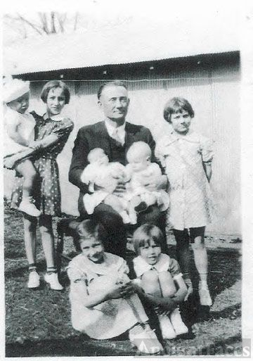 JAMES BLAINE BLOSS AND HIS GRANDCHILDREN.