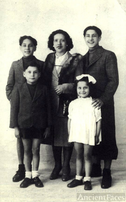 Opaleck family, France